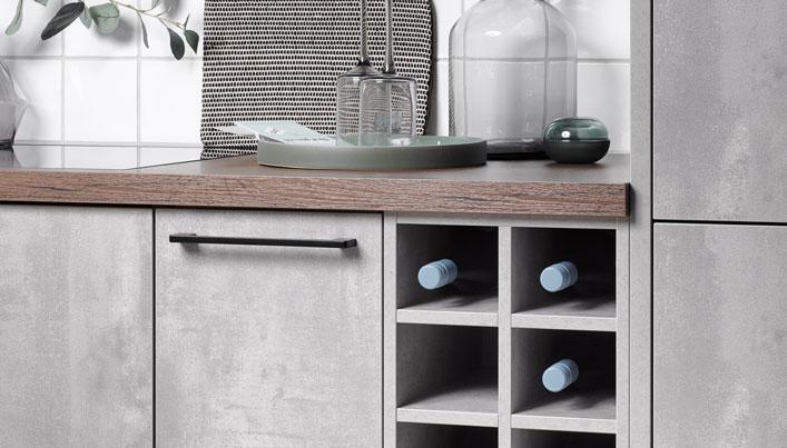 Keuken in betonlook met hout keukenblad | Satink Keukens