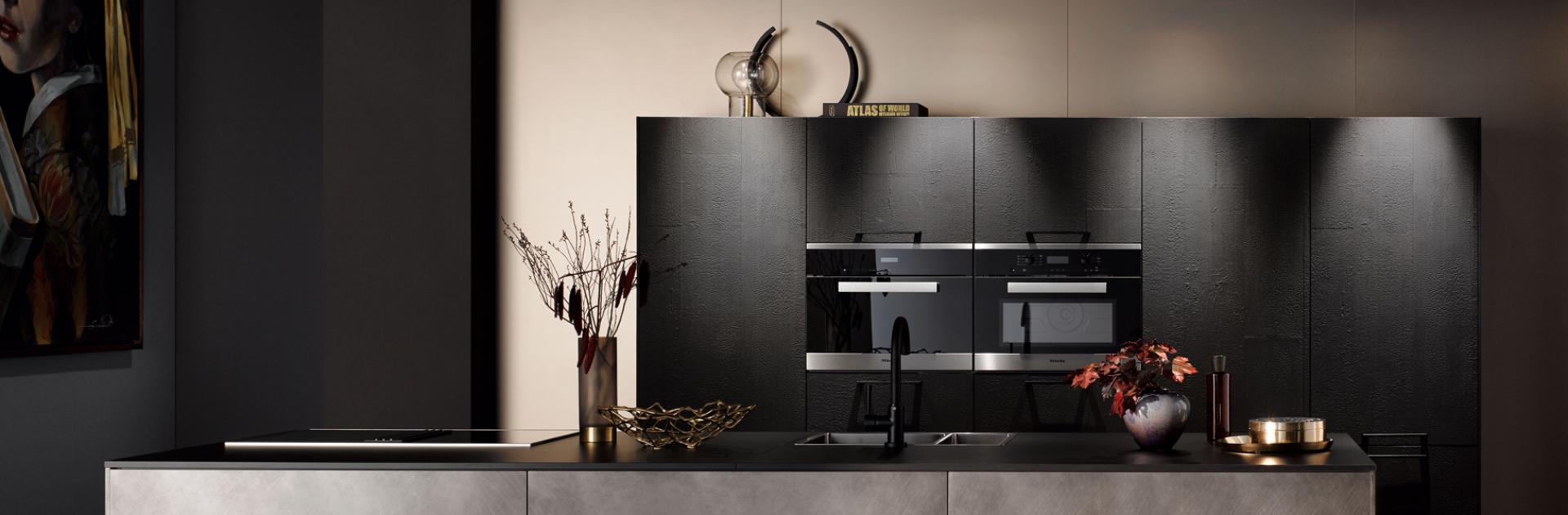 Donkere keuken inspiratie | Satink Keukens