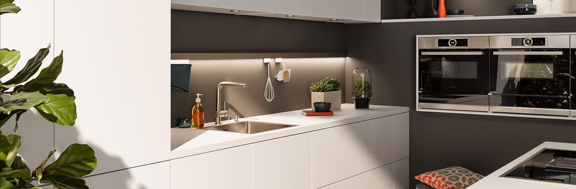 Witte keuken met gouden spoelbak | Satink Keukens