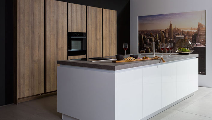 Nieuwe witte ECOOK showroomkeuken | Satink Keukens